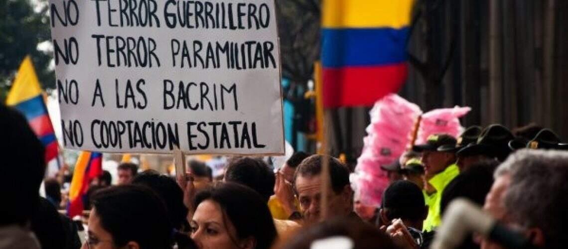 Manifestantes em Bogotá Fonte depositphotos